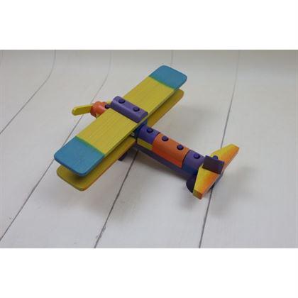 Drewniany samolot uczący precyzji najmłodszych