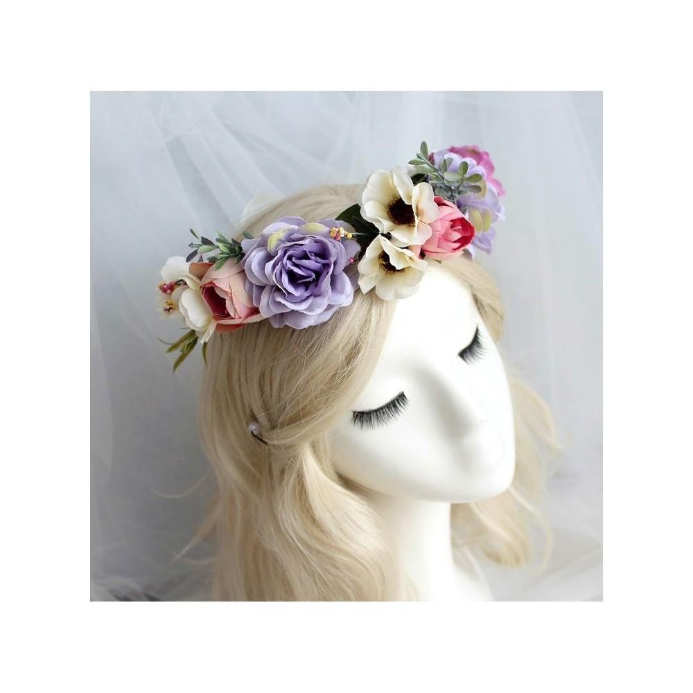 Wianek dla dziewczyny ze sztucznych kwiatów