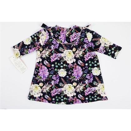 Granatowa sukienka w kwiaty z falbanką na dekolcie 1