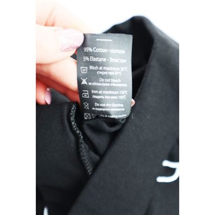 Czarne legginsy dla dziewczynki z białymi grafikami i napisem Among Us 3