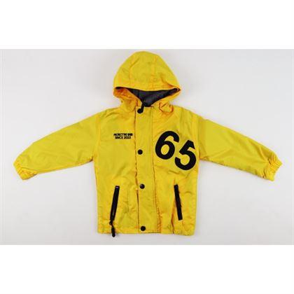 Żółta kurtka z kapturem i naszywką 65