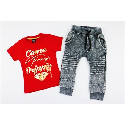 Komplet dla chłopca czerwony t-shirt spodnie i czapka z daszkiem